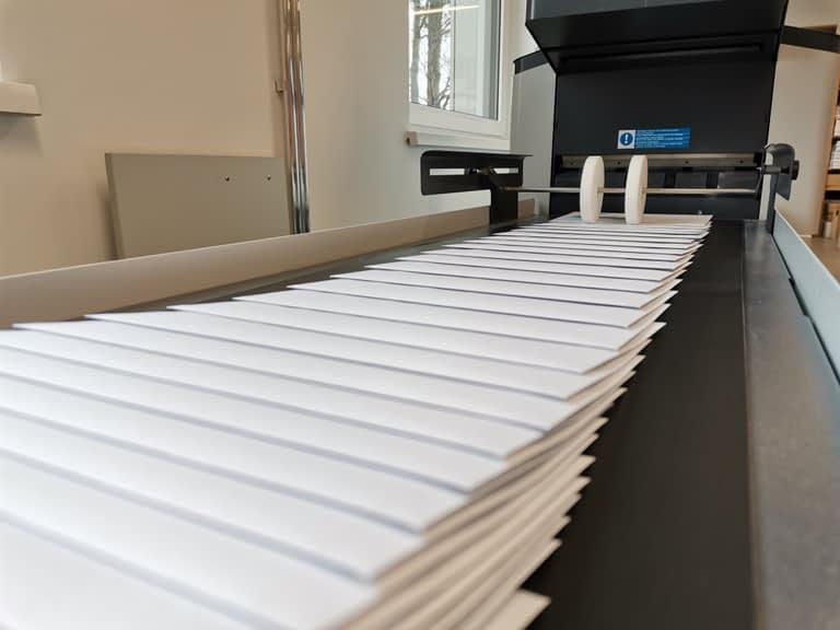 Kuvertiermaschine Ausgabe - Latzer Druck & Logistik